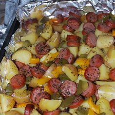 Smoked sausage and potato bake is very delicious and perfect for dinner. I usually change the ingredients as I wish! Check it out. You'll Need: 1 package of sliced Eckrich skinless smoked sausage. Smoked Sausage Recipes, Pork Recipes, Cooking Recipes, Healthy Recipes, Polish Sausage Recipes, Ww Recipes, Delicious Recipes, Sausage Recipes For Dinner, Kilbasa Sausage Recipes