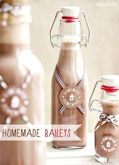 homemade baileys, so easy and can adjust the cream/alcohol ratio easily Diy Gifts For Him, Gifts For Girls, Gifts For Family, Homemade Baileys, Homemade Gifts, Homemade Food, Diy Gifts For Christmas, Cute Gifs, Baileys Irish Cream