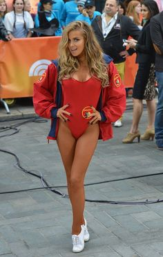 60 Supersexy Celebrity Halloween Costumes Carmen Electra channeled her old Baywatch character in Halloween Costumes Pictures, Hallowen Costume, Halloween Kostüm, Halloween Outfits, Lifeguard Halloween Costume, Halloween College, Lifeguard Costume, Vintage Halloween, Sexy Halloween Costume Ideas