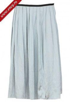 Fuste casual Zara: Fusta midi albastru deschis cu pliuri decorative, fermoar lateral si aspect lejer