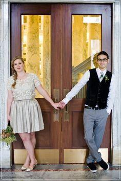 unique wedding photo ideas for courthouse small weddings. #elope #stlouis