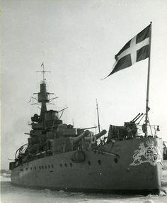 HMS Sweden, the coastal fleet's flagship at Hårsfjärden, fjord off the Baltic Sea near Stockholm, Sweden in Swedish Navy, Navy Ships, Military Equipment, Baltic Sea, Historical Pictures, Model Ships, Battleship, World War Ii, Marines