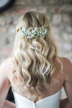 Hair Bride Bridal Long Waves Baby Breath Gyp Gysophila Romantic Pink Summer Glamping Wedding http://helenrussellphotography.co.uk/