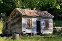 Old house, Te Kuiti, Waikato, New Zealand (brian nz) Tags: old newzealand house building abandoned rural cabin decay farm cottage waikato aged derelict dilapidated deterioration whare sh2 tekuiti oldandbeautiful oncewashome