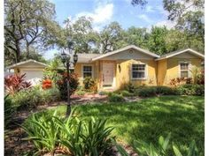 3903 W Azeele St, Tampa, FL 33609. Adorable South Tampa 3/2/1 Home! Great Lanai & Lots Of Large Windows!