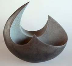 Vases – Home Decor : Rick Rudd Bowl 2005 Pinched and coiled terracotta clay. Earthenware-fired metallic black and dry grey glazes. Ceramic Clay, Ceramic Bowls, Pottery Bowls, Ceramic Pottery, Abstract Sculpture, Sculpture Art, Keramik Design, Sculptures Céramiques, Art Diy