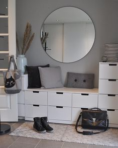 ikea ayakkablk I love this entrance lots of storage space Comment below if you like it simplyuniquespace - - - - - By beate_breivik Decor Room, Bedroom Decor, Home Decor, Bedroom Ideas, Flur Design, Teenage Room Decor, Hallway Decorating, Bedroom Storage, Clothes Cabinet Bedroom