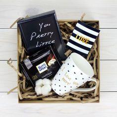 Ваше совместное фото будет отличным дополнением к этому подарочному набору с фоторамкой и кружкой-признанием!