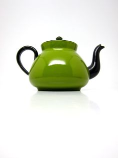 Vintage Tea Pot Enamel Germany Avocado Green Tea by hensfeathers, Vintage Enamelware, Vintage Teacups, Cuppa Tea, Tea Pot Set, Teapots And Cups, Chocolate Pots, My Tea, Just In Case, Tea Time