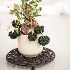 Untersetzern und Vase von FORMSTIL. Form, Vase, Ethnic Recipes, Picture Frames, Home Decor Accessories, Dekoration, Vases, Jars