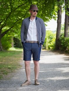 Kombination aus Sonne & Mode  #zeitzeichen #würzburg #fashion #menwear #malemodel #style #outfitshop #shopping #trend #outfitoftheday #shooting #mode #styling #outfittip