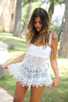 trendy_taste-look-outfit-street_style-ootd-blog-moda_españa-fashion_spain-denim_shorts-vaqueros-sandalias-romanas-roman_sandals-top-hippie-ibiza-market-mercadillo-sa_talaia-palladium-4