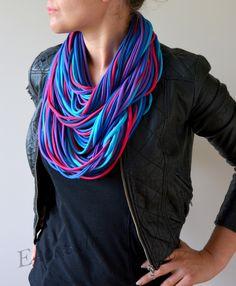 Original bufanda/collar. Ideal para gente creativa con un estilo propio. Perfecto para combinar con otras prendas exteriores: tales como chaquetas y gabardinas, así como vestidos o con las...