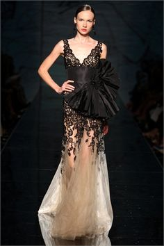 [fausto+sarli+black+and+white+bow+gown.jpg]