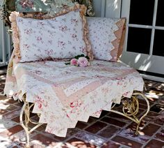 Simply Cottage Quilt, incl. twin or full/queen sizes, pillowcase and pillow sham.