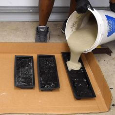 How to make Concrete Stacked Stones ( in one hour ) How to make Concrete Stacked Stones at home. For more info on the mold visit the article at … Cement Art, Concrete Crafts, Concrete Art, Concrete Projects, Concrete Design, Plaster Crafts, Concrete Stone, Concrete Stepping Stones, Concrete Houses