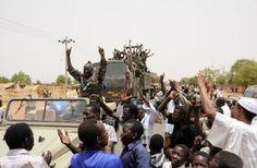 Soldados en Sudán son recibidos por el pueblo como héroes tras anunciar la liberación del área Abu Karshula de rebeldes. Visite nuestra página y sea parte de nuestra conversación: http://www.namnewsnetwork.org/v3/spanish/index.php
