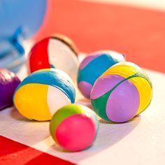 Fabriques tes balles de jonglage ! Voici d'autres idées de réalisation DIY sur le thème du cirque ! Circus Crafts, Fidget Quilt, Cute Crafts, Diy For Kids, Easter Eggs, Creations, Activities, Voici, Clowns