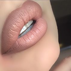 Perfect nude lip wth @colourpopcosmetics bff liner and @maccosmetics myth lipstick