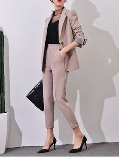 43 Unique Office Outfits Ideas For Career Women - Spring Work Outfits Business Outfit Damen, Business Casual Outfits, Classy Outfits, Chic Outfits, Business Suits For Women, Corporate Attire Women, Business Formal Women, Business Dresses, Office Outfits Women