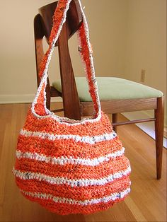 Beach bag crochet with plastic newspaper wrappers.