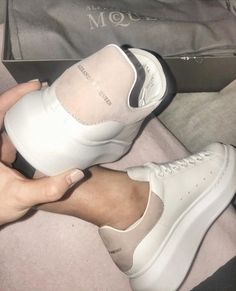 4 or 🤤 Sock Shoes, Cute Shoes, White Sneakers, Shoes Sneakers, Casual Sneakers, Sneakers Fashion, Fashion Shoes, Alexander Mcqueen Sneakers, Mein Style