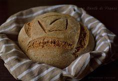 Il pane integrale è una ricetta da preparare con il lievito madre e con una farina integrale macinata a pietra per una migliore conservazione e digeribilità
