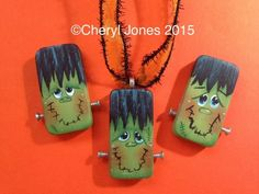 Fall Wood Crafts, Halloween Wood Crafts, Halloween Rocks, Halloween Painting, Halloween Ornaments, Fall Crafts For Kids, Halloween Items, Halloween Projects, Halloween Crafts