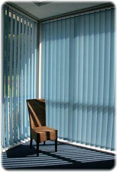 Blauer Lamellenvorhang #fenster #lamelle #vorhang