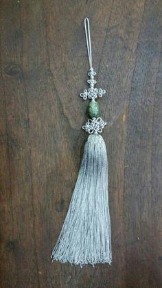 비취노리개 총 길이 약 25센치 제질 인견, 비취 조각도 아름답고 비취빛깔도 좋은 컬러상태입니다 보... Diy And Crafts, Arts And Crafts, Macrame Knots, Paracord, Tassels, Beauty Hacks, Character Design, Korea, Ornament