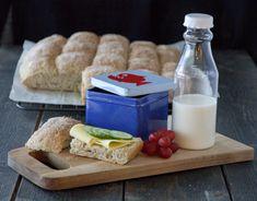 LANGPANNEBRØD MED SAMMALT HVETE OG FRØ | TRINES MATBLOGG A Food, Food And Drink, Biscotti, Nom Nom, Cheese, Baking, Recipes, Miniature Crafts, Food
