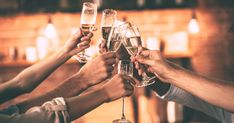 Cheers! Kanpai! Santé! Proost! All over the world, people wish each other well and clink glasses before taking a sip of their drink. Whether at a party, a bar or at dinner with friends. Where does this tradition come from?
