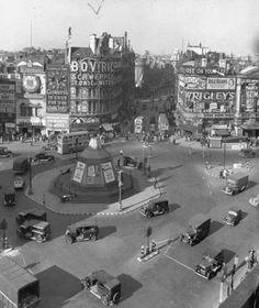 Piccadilly Circus, London c. 1943 (via)