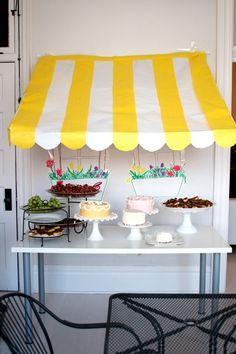 French cafe birthday party with drawing, a mime, and animal balloons.  http://www.love-the-day.com/lovetheday/wordpress/?p=2736