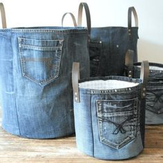 SET of 2 recycled denim canvas storage bag with a fresh white blue flower lining and leather straps, jeans toys bag - Korb und Kiste Artisanats Denim, Denim Fabric, Denim Style, Diy Denim Purse, Denim Quilts, Denim Tote Bags, Patchwork Jeans, Blue Denim, Large Storage Baskets