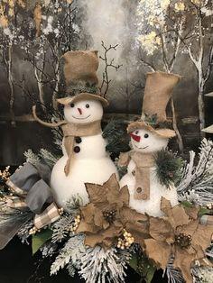 Christmas Snowman, Rustic Christmas, Christmas Holidays, Christmas Wreaths, Christmas Ornaments, Primitive Christmas, Christmas Mantels, Vintage Christmas, Christmas Arrangements