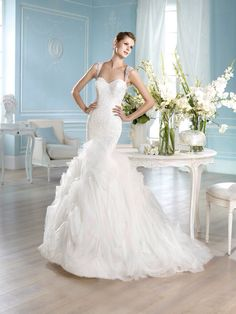 Without the straps. Related to Pronovias (San Patrick: Hanka) Inexpensive Wedding Dresses, Elegant Wedding Gowns, Wedding Dresses 2014, Classic Wedding Dress, Prom Dresses, Size 12 Wedding Dress, Wedding Dress Organza, Tulle Dress, Bridal Gowns