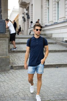 Mens summer street style blue t-shirt denim shorts trainers Look Man, Look Girl, Mens Fashion Summer Outfits, Mens Fashion Suits, Outfit Summer, Fashion Shorts, Logo Fitness, Look Adidas, Herren Style