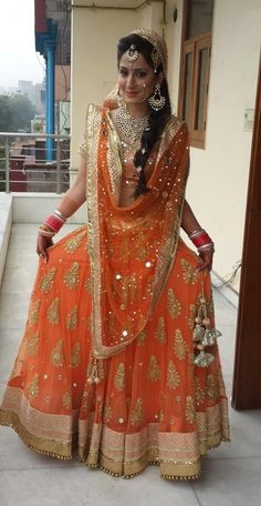 Indian Pakistani Ghagra/ Lehenga Choli Designs Collection contains latest styles of fancy embroidered dresses for party wear, wedding & mehndi! Hindu Girl, Indian Dresses, Indian Outfits, Indian Clothes, Bridal Outfits, Bridal Dresses, Moda Indiana, Choli Designs, Indian Bridal Wear