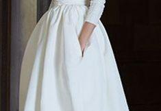 Brautkleid für den Winter - entspannt, entspannt und doch klassisch Winter, Skirts, Fashion Design, Classic, Bridle Dress, Dressing Up, Woman, Gowns, Winter Time