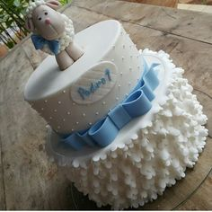 Christening Cake Girls, Baby Boy Baptism, Baby Boy Cupcakes, Cupcakes For Boys, Baby Shower Cakes, Baby Boy Shower, Ideas Decoracion Cumpleaños, Sheep Cake, White Baby Showers