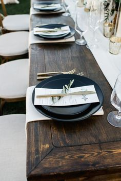 A simple and modern wedding reception at Triunfo Creek Vineyards, matte black plates modern wedding details A Simple and Modern Wedding at Triunfo Creek Vineyards Modern Wedding Reception, Wedding Reception Decorations, Elegant Wedding, Dream Wedding, Wedding Simple, Rustic Wedding, Church Wedding, Summer Wedding, Reception Party