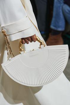 Schiaparelli Spring 2020 Couture Fashion Show - Vogue Trendy Handbags, Fashion Handbags, Purses And Handbags, Fashion Bags, Fashion Models, Fashion Show, Fashion Accessories, Denim Handbags, Popular Handbags