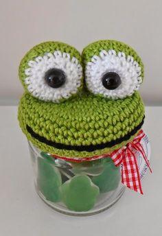 Crochet Animal Patterns, Stuffed Animal Patterns, Crochet Animals, Diy Crochet, Crochet Toys, Frog Crafts, Knitted Dolls, Jar Lids, Easy Projects