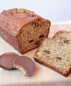 BEST BANANA BREAD EVER: PEANUT BUTTER CUP BANANA BREAD