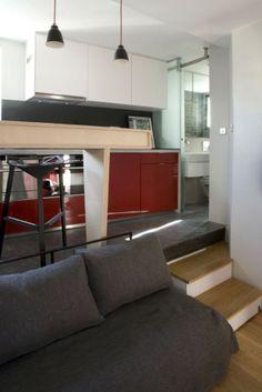 les architectes Julie Nabucet et Marc Baillargeon qui ont collaboré sur la transformation d'une salle de bains en un studio complet de 16 m2...paris
