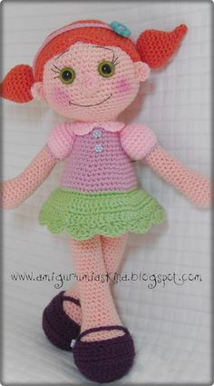 Pattern in Turkish, but translated it in google.  She has a key and is not that bad to figure out if You are NOT a beginner crochet-est.  Amigurumi Aşkına Örgü Oyuncaklarım: Amigurumi Büyük Safiş Bebek Yapılışı-Amigurumi Free Pattern Doll