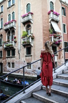 .ToryBurch_offshoulder_dress_sandals_bag_ohhcouture_venice2