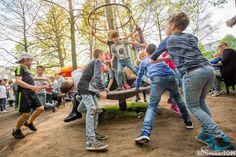 Boys will be boys @LepeltjeLepeltjeNL #Foodtruck #festival #photographer #boys #playing #fun