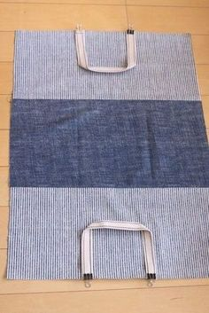 Bags & Handbag Trends: # jeans reform # bags # jean # putting - Home PageJean scrap bag with lace!denim and lace patchwork tote bagUse jeans scraps for this! Bag Patterns To Sew, Sewing Patterns, Diy Bags Purses, Denim Handbags, Diy Tote Bag, Denim Crafts, Denim Bag, Fabric Bags, Cloth Bags